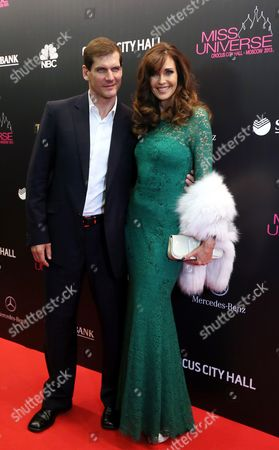 Us Model and Jury Member Carol Ann Alt (r) Arrives with Her Husband Russian Nhl Hockey Player Alexei Yashin (l) For the 2013 Miss Universe Grand Finale Held at the Crocus City Hall in Moscow Russia 09 November 2013 Russian Federation Moscow
