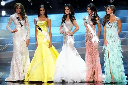 (l-r) Gabriela Isler Miss Venezuela 2013 Ariella Arida Miss Philippines 2013 Patricia Yurena Rodriguez Miss Spain 2013 Jakelyne Oliveira Miss Brazil 2013 Constanza Baez Miss Ecuador 2013 Take the Stage During the Evening Gown Competition During the 2013 Miss Universe Grand Finale Held at the Crocus City Hall in Moscow Russia 09 November 2013 Gabriela Isler Miss Venezuela 2013 Won the Beauty Pageant Russian Federation Moscow