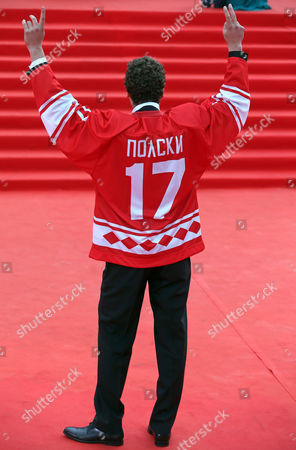Us Director of the Movie 'Red Army' Gabriel Polsky Dressed in a Hockey Jersey Reading 'Polsky 17' Gestures on the Red Carpet During the Opening Ceremony of the 36th Moscow International Film Festival in Moscow Russia 19 June 2014 the 36th Moscow Film Festival Opens with the Film 'Red Army' a Documentary About the Great 1980s Russian Cska Hockey Team the Event Will Run From 19 to 28 June Russian Federation Moscow