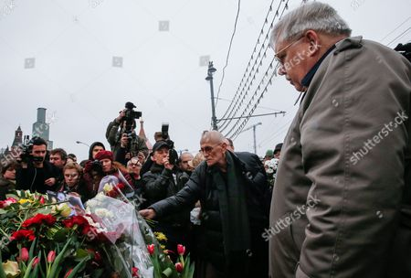 Us Ambassador to Russia John Tefft (r) Visits the Site of the Killing of Russian Opposition Leader Boris Nemtsov in Central Moscow Russia 28 February 2015 Russian Opposition Leader Boris Nemtsov was Shot Dead From a Passing Car on the Bolshoy Kammeny Bridge in Central Moscow Late in the Evening of 27 February 2015 Nemtsov who Served As a Deputy Prime Minister Under Boris Yeltsin Had Been a Constant Critic of President Vladimir Putin Since He Came to Power in 2000 Since 2013 Nemtsov was a Member of the Parliament Representing the Yaroslavl Region North of Moscow Russian Federation Moscow