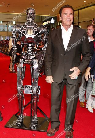 Austrian-born Us Actor/cast Member Arnold Schwarzenegger Poses Next to the Film Character During the Premiere of the Movie 'Terminator Genisys' at Lotte World Mall in Seoul South Korea 02 July 2015 the Movie by Us Director Alan Taylor Will Open in South Korean Theaters on 02 July Korea, Rebublic of Seoul
