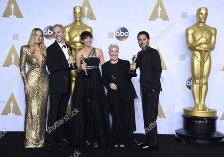 Presenters Margot Robbie (l) and Jared Leto (r) Pose Next to Damian Martin (2-l) Elka Wardega (c) and Lesley Vanderwalt (2-r) As They Hold the Oscar For Makeup and Hairstyling For 'Mad Max: Fury Road' in the Press Room During the 88th Annual Academy Awards Ceremony at the Dolby Theatre in Hollywood California Usa 28 February 2016 United States Hollywood