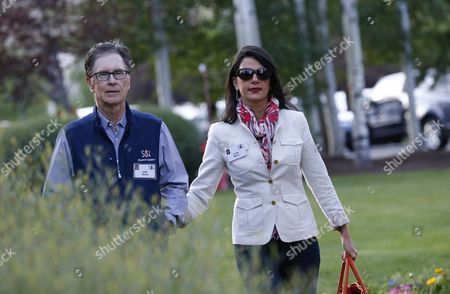 American Businessman John Henry (l) and Wife Linda Henry (r) at the Allen and Company 32nd Annual Media and Technology Conference in Sun Valley Idaho Usa 11 July 2014 the Event Brings Together the Leaders of the World's of Media Technology Sports Industry and Politics United States Sun Valley