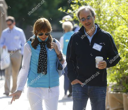 Eric Paul Lefkofsky Co-founder and Ceo of Groupon and His Wife Elizabeth (l) During a Break at the Allen and Company 33rd Annual Media and Technology Conference in Sun Valley Idaho Usa 08 July 2015 the Event Brings Together the Leaders of the World's of Media Technology Sports Industry and Politics United States Sun Valley