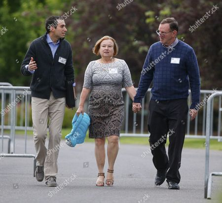 Us Journalists Andrew Ross Sorkin (l) and Amanda Bennett (c) and Don Graham Ceo and Chairman of Graham Holdings Company (r) Arrive For Allen and Company 33rd Annual Media and Technology Conference in Sun Valley Idaho Usa 08 July 2015 the Event Brings Together the Leaders of the World's of Media Technology Sports Industry and Politics United States Sun Valley