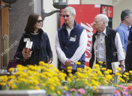 Apple Ceo Tim Cook (c) Talks with American Businessman Henry Kravis (r) and His Wife Marie Josee Kravis (l) During a Break at the Allen and Company 33rd Annual Media and Technology Conference in Sun Valley Idaho Usa 10 July 2015 the Event Brings Together the Leaders of the World's of Media Technology Sports Industry and Politics United States Sun Valley