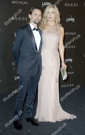 Us Actress Kate Hudson (r) and Her Partner British Musician Matthew Bellamy of the British Band Muse (l) Arrive For the 2014 Lacma Art + Film Gala at the Los Angeles County Museum of Art (lacma) in Los Angeles California Usa 01 November 2014 the Event Honored Us Artist Barbara Kruger and Us Director Quentin Tarantino United States Los Angeles