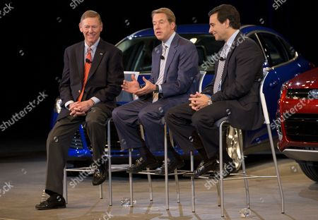 Ford Motor Company President and Ceo Alan Mulally (l-r) Executive Chairman Bill Ford and Coo Mark Fields Smile on Stage in Dearborn Michigan Usa 01 May 204 Ford Motor Co Named Long-time Executive Mark Fields As Its New Chief Executive Effective July 1 when Boss Alan Mulally is to Retire the 53-year-old Fields Currently Serving As Chief Operating Officer with Responsibility For Day-to-day Affairs is a 25-year Veteran of the Company United States Dearborn