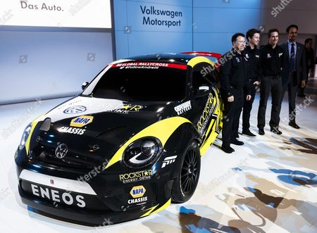 Andretti Autosports' Michael Andretti (l) Drivers Tanner Foust (2-l) and Scott Speed (2-r) Pose with Volkswagen of America Vice President of Marketing Vinay Shahani (r) As They Stand with a Volkswagen Grc Beetle During the Media Preview For the Chicago Auto Show at Mccormick Place in Chicago Illinois Usa 06 February 2014 the Show Opens to the Public on 07 February Volkswagen Has Teamed with Andretti Autosports to Enter the Red Bull Global Rallycross Series For 2014 United States Chicago