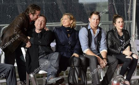 British Actor Tim Roth (2-l) is Given a Kiss by an Unidentified Man As He Sits Next to Cast Members of 'The Hateful Eight' New Zealand Actress Zoe Bell (c) and Us Actor Channing Tatum (2-r) and Tarantino's Girlfriend Courtney Hoffman (r) During a Cement Handprint and Footprint Ceremony Honoring Us Director Quentin Tarantino (unseen) at the Tcl Chinese Theatre in Hollywood California Usa 05 January 2016 Tarantino's Latest Movie 'The Hatefeful Eight' is in Theaters Now United States Hollywood