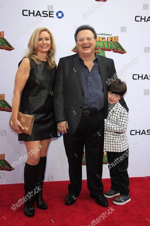 Us Editor Clare De Chenu Her Husband Us Actor Wayne Knight and Their Son Liam Arrive For the Kung Fu Panda 3 World Premiere at the Tcl Chinese Theatre Imax in Hollywood Los Angeles California Usa 16 January 2016 the Movie Will Be Released in Us Theaters on 29 January United States Los Angeles