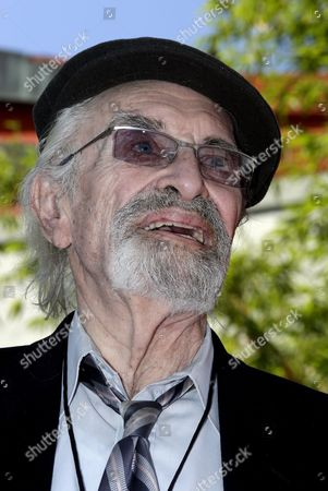 Us Actor Martin Landau Attends Hands and Feet Ceremony For Us Director Tim Burton at Tcl Chinese Theatre Imax in Hollywood California Usa 08 September 2016 Burton who Has Premiered Seven of His Films at the Tcl Chinese Theatre Imax Will Have His Hand and Footprints Immortalized in Cement and Displayed in the Theatre's Forecourt United States Hollywood