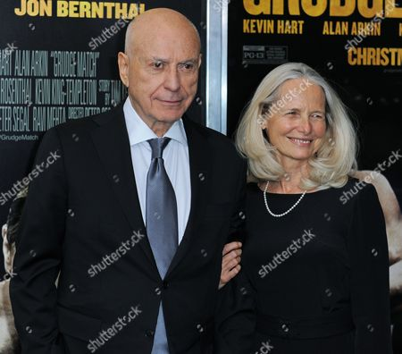 Us Actor Alan Arkin (l) and His Wife Suzanne Newlander Arkin (r) Pose For Pictures During the World Premiere of 'Grudge Match' at the Ziegfeld Theater in New York New York Usa 16 December 2013 United States New York