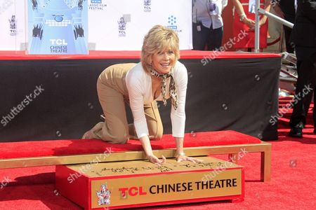 Us Actress Jane Fonda Puts Her Hand and Footprints in Cement During a Ceremony Outside Tcl Chinese Theatre in Hollywood California Usa 26 April 2013 Fonda Joins a Select Group of Industry Luminaries who Have Been Honoured by Having Their Hand and Footprints Encased in Cement Panels That Pave the Forecourt of the Historic Theatre Her Prints Will Be Next to Those of Her Father Henry Fonda United States Hollywood