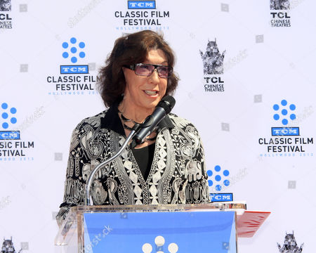 Us Actress Lily Tomlin Delivers a Speech at the Hand and Footprints Ceremony of Us Actress Jane Fonda Outside Tcl Chinese Theatre in Hollywood California Usa 27 April 2013 Fonda Joins a Select Group of Industry Luminaries who Have Been Honoured by Having Their Hand and Footprints Encased in Cement Panels That Pave the Forecourt of the Historic Theatre Her Prints Will Be Next to Those of Her Father Henry Fonda United States Hollywood