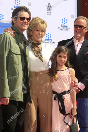 Us Actress Jane Fonda (2-l) with Actor Jim Carrey (l) Her Grand Daughter Viva and Her Brother Actor Peter Fonda (r) at Her Hand and Footprints Ceremony Outside Tcl Chinese Theatre in Hollywood California Usa 27 April 2013 Fonda Joins a Select Group of Industry Luminaries who Have Been Honoured by Having Their Hand and Footprints Encased in Cement Panels That Pave the Forecourt of the Historic Theatre Her Prints Will Be Next to Those of Her Father Henry Fonda United States Hollywood