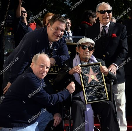 Us Actors Richard Dreyfuss (l) Jeff Garlin (2-l) and Mel Brooks (r) Pose with Us Actor/director Paul Mazursky (2-r) During a Ceremony Honoring Him with a Star on the Hollywood Walk of Fame in Hollywood California Usa 13 December 2013 United States Hollywood