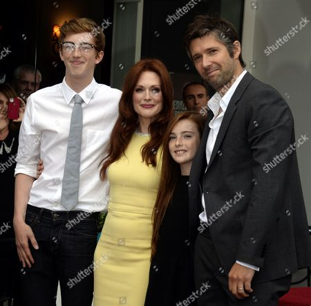 Us Actress Julianne Moore (2-l) with Her Husband Bart Freundlich (r) and Children Caleb (l) and Liv (2-r) During a Ceremony where Moore was Awarded the 2 507th Star on the Hollywood Walk of Fame in Hollywood California Usa 03 October 2013 United States Hollywood