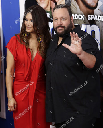 Us Actor Kevin James (r) and His Wife Steffiana De La Cruz Pose While Arriving For the Us Premiere of 'Grown Ups 2' at the Amc Lincoln Square Theater in New York New York Usa 10 July 2013 United States New York