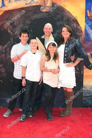 Us Producer Jenni Magee-cook (r) Arrives with Her Husband Stewart Cook (c) and Their Children at the Premiere of the Disneytoon Studios Animated Adventure 'The Pirate Fairy' at Walt Disney Studios in Burbank California Usa 22 March 2014 the Movie Opens in Theaters on 01 April 2014 United States Burbank