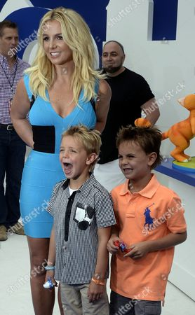 Us Singer Britney Spears (l) Poses with Her Sons Sean Federline (c) and Jayden James Federline (r) As They Arrive For the Premiere of Smurfs 2 in Westwood California Usa 28 July 2013 United States Westwood