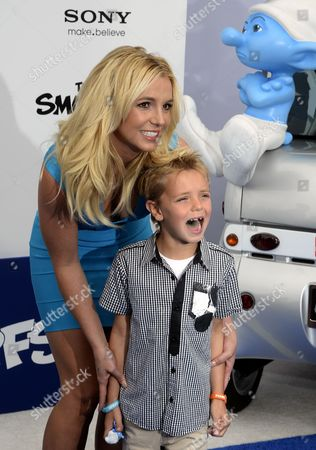 Us Singer Britney Spears (l) Poses with Her Sons Sean Federline (r) As They Walks the Blue Carpet For the Premiere of Smurfs 2 in Westwood California Usa 28 July 2013 United States Westwood