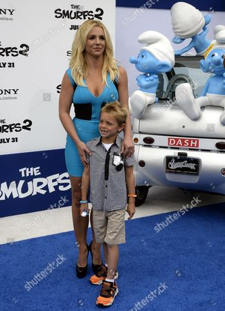 Us Singer Britney Spears (l) Poses with Her Son Sean Federline (r) As They Walks the Blue Carpet For the Premiere of Smurfs 2 in Westwood California Usa 28 July 2013 United States Westwood