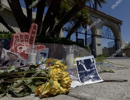 A Shrine For Dead Canadian Actor Cory Monteith is Created Outside the Gates of Paramount Pictures in Los Angeles California Usa 17 July 2013 Monteith who Starred in the Television Show 'Glee' Died of Mixed Drug Toxicity a Combination of Heroin and Alcohol Monteith was Found Dead in His Hotel in Vancouver on 13 July 2013 the Actor Had Struggled with Drugs and Alcohol Abuse For Years United States Los Angeles