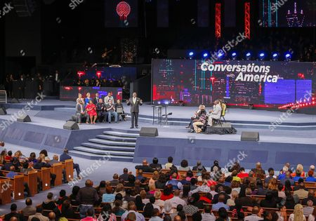 Bishop T D Jakes (c) Hosts 'Conversations with America' Town Hall at the Potter's House in Dallas Texas Usa 10 July 2016 Five Dallas Police Officers Died After an Ambush Assault by a Gunman During a Protest Rally in Dallas on 07 July United States Dallas