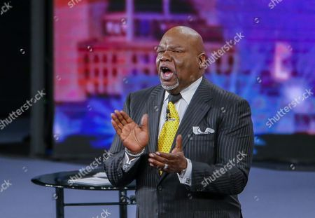 Stock Photo of Bishop T D Jakes Hosts 'Conversations with America' Town Hall at the Potter's House in Dallas Texas Usa 10 July 2016 Five Dallas Police Officers Died After an Ambush Assault by a Gunman During a Protest Rally in Dallas on 07 July United States Dallas
