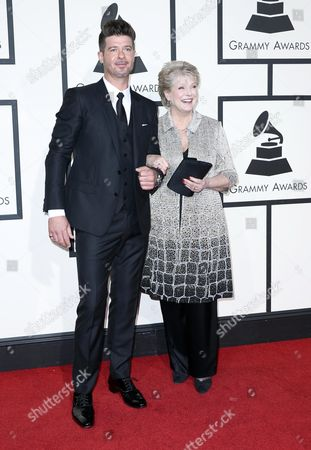 Robin Thicke (l) and Gloria Loring Arrive For the 58th Annual Grammy Awards Ceremony at the Staples Center in Los Angeles California Usa 15 February 2016 United States Los Angeles