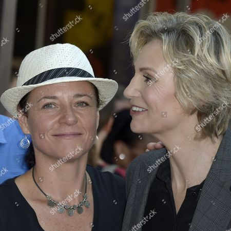 Us Actress Jane Lynch (r) and Wife Lara Embry (l) Pose During Her Star Ceremony on the Hollywood Walk of Fame in Hollywood California Usa 04 September 2013 Lynch was Awarded the 2 505th Star on the Hollywood Walk of Fame in the Category of Television United States Hollywood