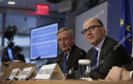 France's Minister of Economy and Finance Pierre Moscovici (l) and Christian Noyer Governor of the Central Bank of France (r) Hold a News Briefing at the International Monetary Fund (imf) World Bank Annual Meetings 2013 in Washington Dc Usa 12 October 2013 United States Washington
