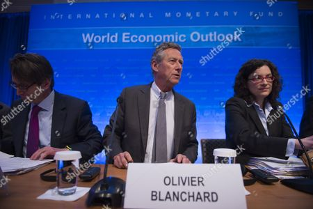 Imf Economic Counselor and Director of Research Department Olivier Blanchard (c) with Imf Researcher Thomas Helbling (l) and Imf Researcher Oya Celasun (r) Prior to a Press Conference on the World Economic Outlook During the 2015 International Monetary Fund and World Bank Group Spring Meetings in Washington Dc Usa 14 April 2015 the Meetings Run Through 19 April United States Washington