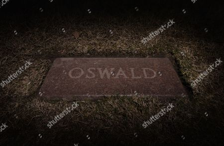 Stock Picture of The Grave Stone of Lee Harvey Oswald at Shannon Rose Hill Memorial Burial Park in Forth Worth Texas Usa 12 November 2013 22 November 2013 Marks the 50th Anniversary of John F Kennedy Assassination on 22 November 1963 at Dealey Plaza in Dallas Texas Usa Lee Harvey Oswald was Accused of the Shooting and was Later Killed Himself on 24 November 1963 by a Gunshot by Jack Ruby United States Dallas