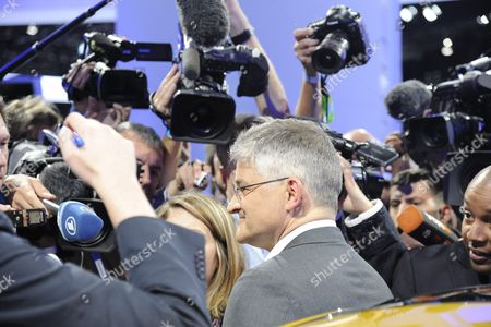 Michael Horn Volkswagen President and Ceo Volkswagen Group of America Speaks to Media About Recent Findings Involving Diesel Vw Vehicles After Speech at the 2015 Los Angeles Auto Show in Los Angeles California Usa 18 November 2015 the Auto Show Will Be Open to the Public From 20-29 November United States Los Angeles