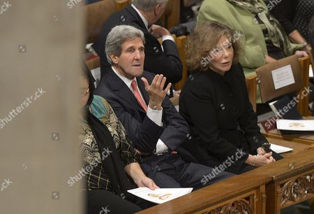 Us Secretary of State John Kerry and His Wife Teresa Heinz Kerry (r) Talk Prior to the National Memorial Service For the Late South African President Nelson Mandela at the National Cathedral in Washington Dc Usa 11 December 2013 United States Washington