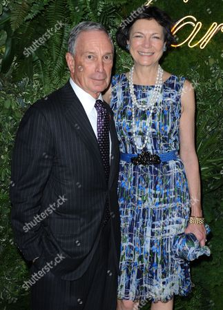 New York Mayor Michael Bloomberg and Partner Diane Taylor Arrive at the Museum of Modern Art's (moma) Party in the Garden in New York New York Usa 21 May 2013 the Museum of Modern Art's Party in the Garden is a Benefit Event in Honor of Mayor Michael R Bloomberg and the City of New York and Us Artists Ellsworth Kelly and Cindy Sherman in Recognition of Their Support of Moma United States New York