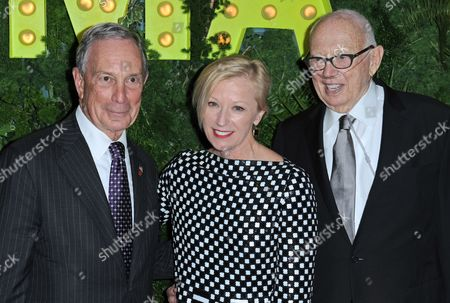 New York Mayor Michael R Bloomberg (l) and Us Artists Ellsworth Kelly (r) and Cindy Sherman Arrive at the Museum of Modern Art's (moma) Party in the Garden in New York New York Usa 21 May 2013 the Museum of Modern Art's Party in the Garden is a Benefit Event in Honor of Mayor Michael R Bloomberg and the City of New York and Us Artists Ellsworth Kelly and Cindy Sherman in Recognition of Their Support of Moma United States New York