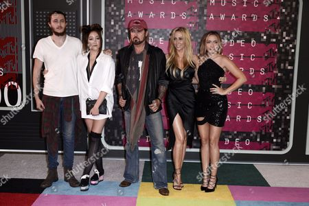 (l-r) Actor Braison Cyrus Producer Tish Cyrus Actress Noah Cyrus Recording Artist Billy Ray Cyrus and Actress Brandi Glenn Cyrus Arrive on the Red Carpet For the 32nd Mtv Video Music Awards at the Microsoft Theater in Los Angeles California Usa 30 August 2015 United States Los Angeles