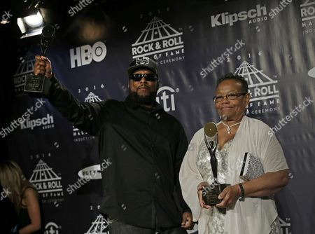 Us Rapper Mc Ren (l) and Mother of Late Us Rapper Eazy-e Kathy Wright Pose For Photographers at the 31st Annual Rock and Roll Hall of Fame Induction Ceremony at the Barclays Center in Brooklyn New York Usa 08 April 2016 United States New York