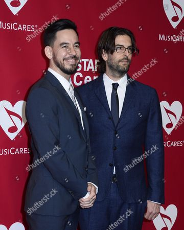Us Singers Mike Shinoda (l) and Rob Bourdon (r) of the Band Linkin Park Arrive For the 2016 Musicares Person of the Year Benefit Gala Dinner and Concert in Los Angeles California Usa 13 February 2016 the Award is Presented Annually by the National Academy of Recording Arts and Sciences During Grammy Week in Support of the Musicares Foundation Non-profit Organization United States Los Angeles