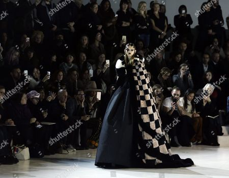 Us Model Molly Bair Presents a Creation by Us Designer Marc Jacobs at the New York Fall Fashion Week in New York New York Usa 18 February 2016 the Fall 2016 Collections Are Presented From 11 to 18 February United States New York