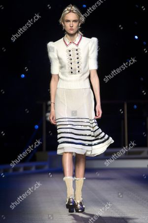 Estonian Model Harleth Kuusik Presents a Creation From the Fall 2016 Collection by Us Designer Tommy Hilfiger During the New York Fall Fashion Week in New York New York Usa 15 February 2016 the Fall 2016 Collections Are Presented From 11 to 18 February United States New York