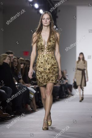 Belgian Model Ine Neefs Presents a Creation by Us Designer Michael Kors at the New York Fall Fashion Week in New York New York Usa 17 February 2016 the Fall 2016 Collections Are Presented From 11 to 18 February United States New York