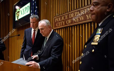 New York City Police Commissioner William J Bratton (r) and New York City Mayor Bill De Blasio (l) Talk Following a Press Conference About Last Night's Shooting Death of New York City Police Officer Randolph Holder in New York New York Usa on 21 October 2015 Holder was Shot in the Harlem Neighborhood of New York on Tuesday Night and Suspect in the Case Tyrone Howard Has Been Arrested United States New York