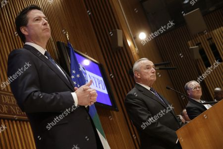 New York City Police Commissioner William J Bratton (2-r) Speaks to Reporters After Addressing the Nypd Shield Security Conference As Fbi Director James Comey (l) Looks on at Police Headquarters in New York New York Usa 16 December 2015 Shield is an Umbrella Program For a Series of Police Initiatives Relating to Private Sector Security and Counterterrorism United States New York