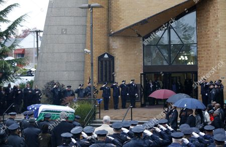 The Casket of New York Police Department Officer Randolph Holder is Carried Into the Greater Allen a M E Cathedral For His Funeral Service in the Jamaica Neighborhood Queens New York Usa 28 October 2015 Holder 33 a Native of Guyana was Shot and Killed While Chasing a Suspect in the East Harlem Area of Manhattan United States New York