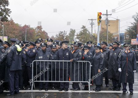 Police Officers Outside the Greater Allen a M E Cathedral and Conference Center For the Funeral of New York Police Department Officer Randolph Holder in the Jamaica Neighborhood of Queens New York Usa 28 October 2015 Holder 33 a Native of Guyana was Shot and Killed While Chasing a Suspect in the East Harlem Area of Manhattan United States Queens