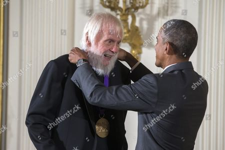 Us President Barack Obama (r) Presents a 2014 National Medal of Arts to John Baldessari (l) For His Contributions As a Visual Artist in the East Room of the White House in Washington Dc Usa 10 September 2015 Obama Awarded 21 Arts and Humanities Medals During the Event United States Washington